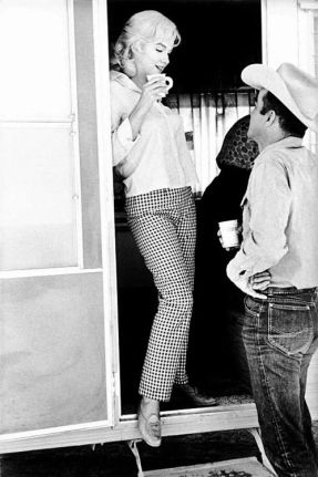 marilyn on set